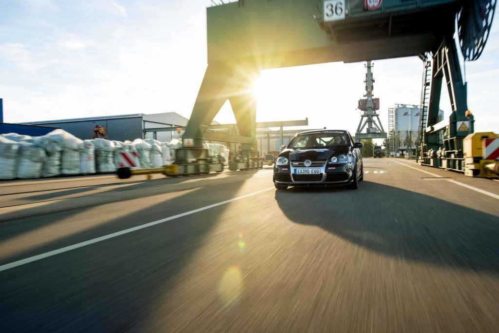 Golf R32 Hafen Fahrzeug Automotive fahrend Regensburg Sonnenuntergang