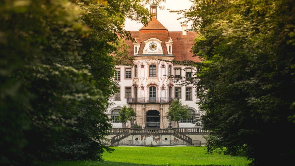 Alteglofsheim Schloss Musikschule Wiese Wald