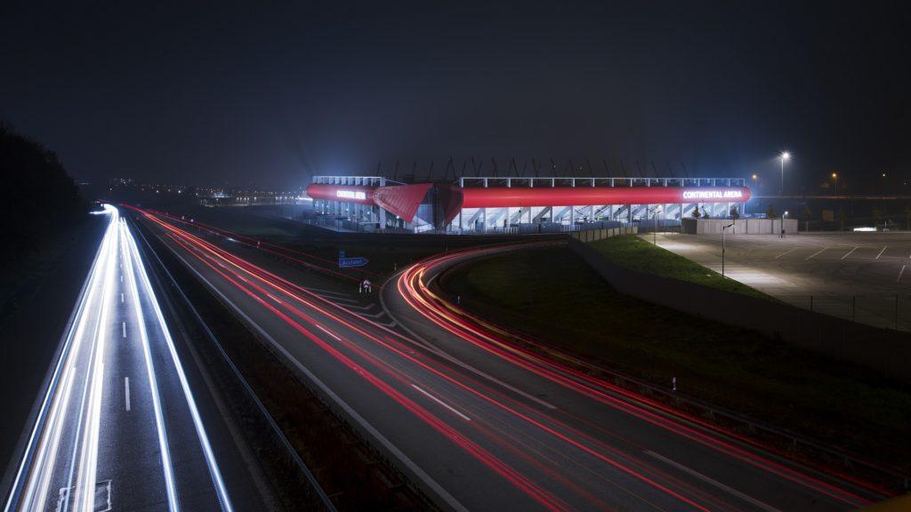 Continental Arena Jahn Stadtion Regensburg Nacht Licht Rot weiß