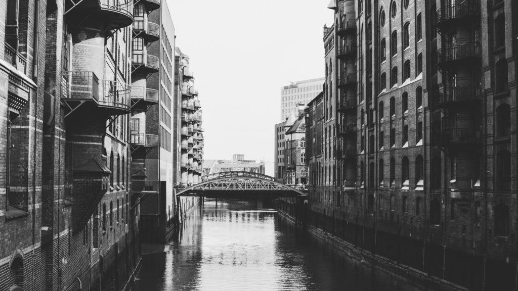 Hamburg Speicherstadt Schwarz weiß Wasser Fluss