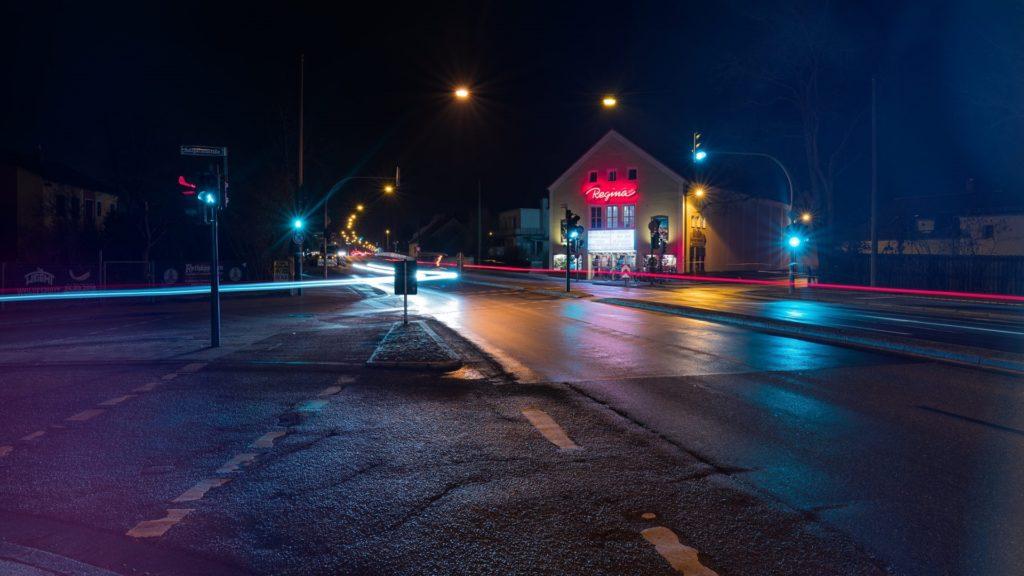 Regina Kino Nacht Licht Rot weiß Grün Regensburg