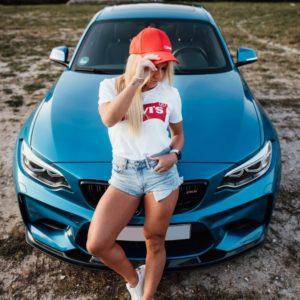 BMW M2 Girl