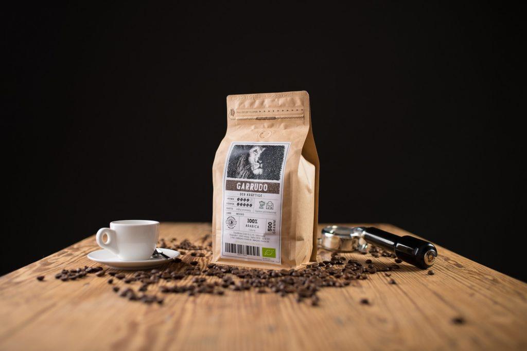 Kaffee Produktfoto Espresso Bohnen holz tisch Regensburg Thalmassing