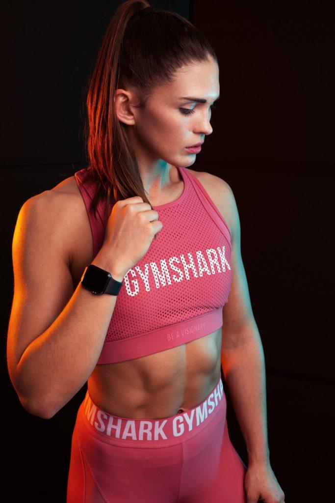 Fitness Portrait Gymshark Orange Blau Muskeln Regensburg