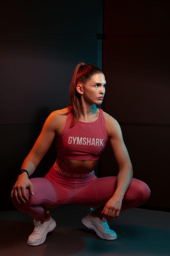 Fitness Gymshark Orange Blau Rot Schwarz Frau Portrait Thalmassing