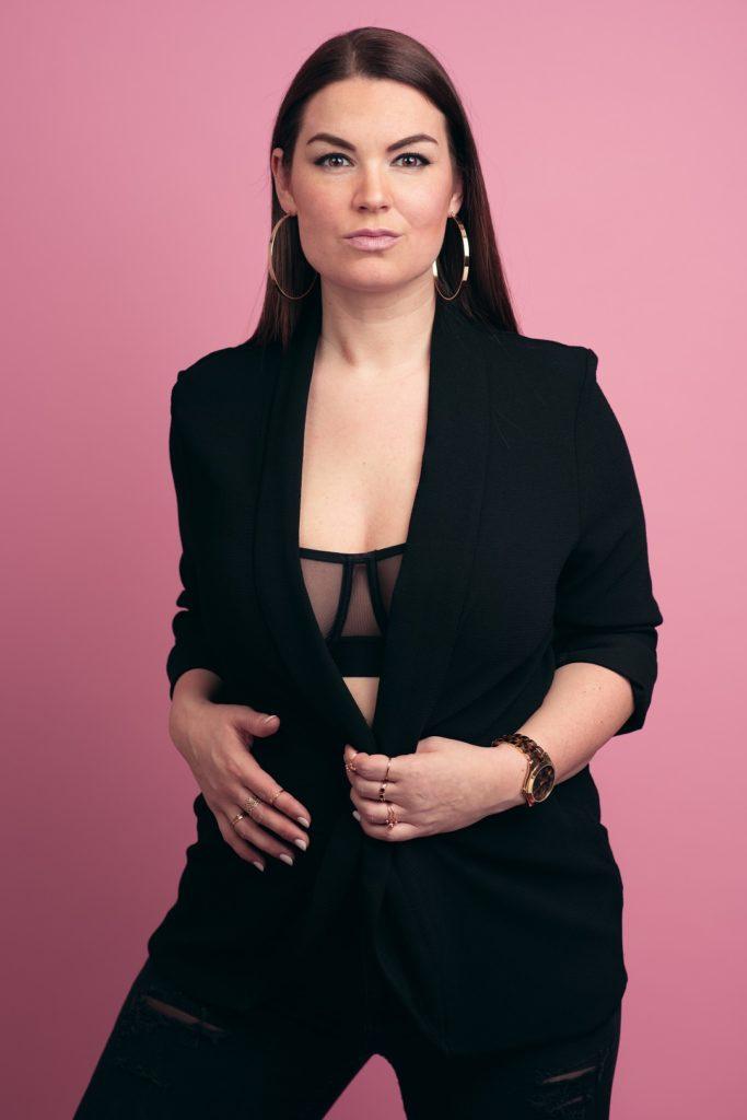 Frau Portrait Fashion Rosa Blick Regensburg