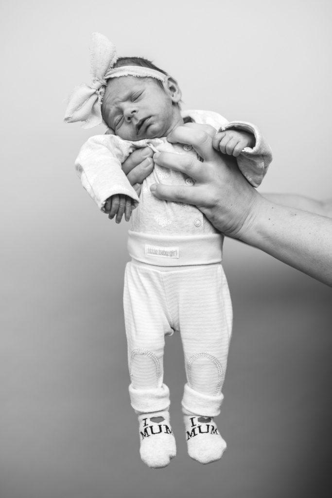 Baby Studio Portrait Schwarz Weiß