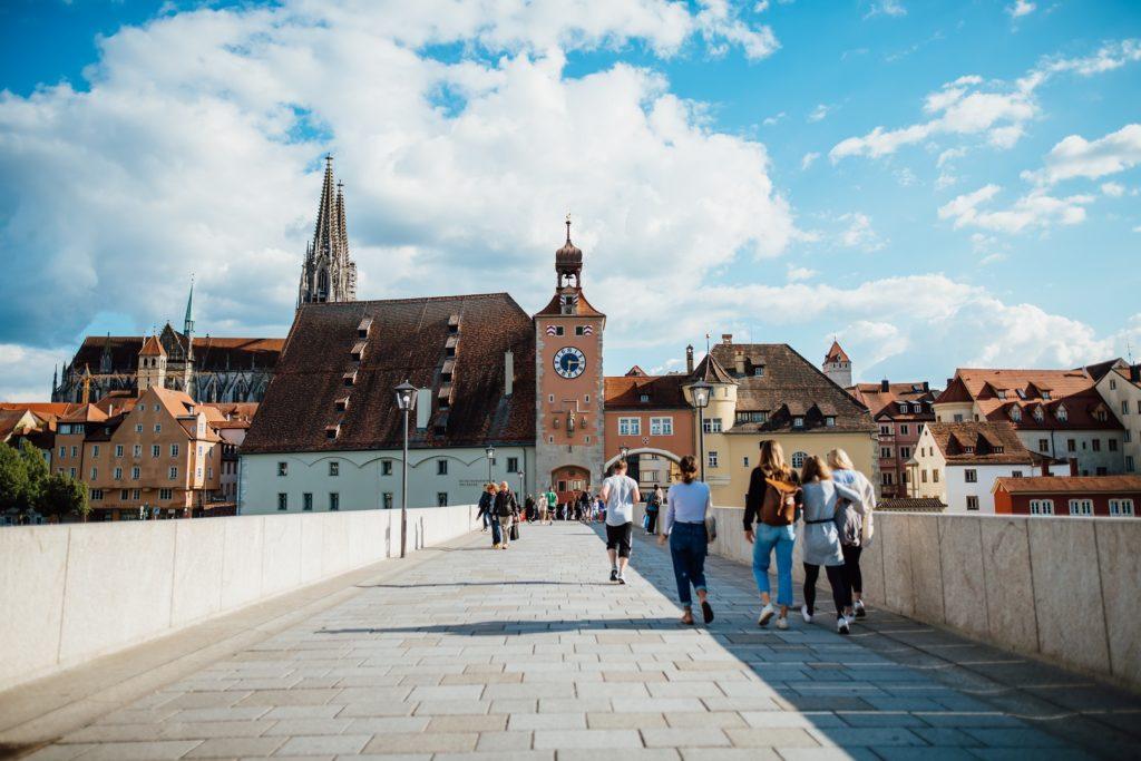 Skyline Regensburg Steinernebrücke Brückturm Dom
